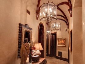 Entrance hall with elements of the Romanesque style