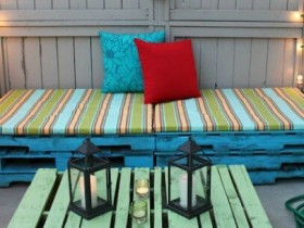 Table and chairs from pallets