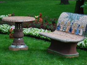Decoration garden table and benches with mosaic