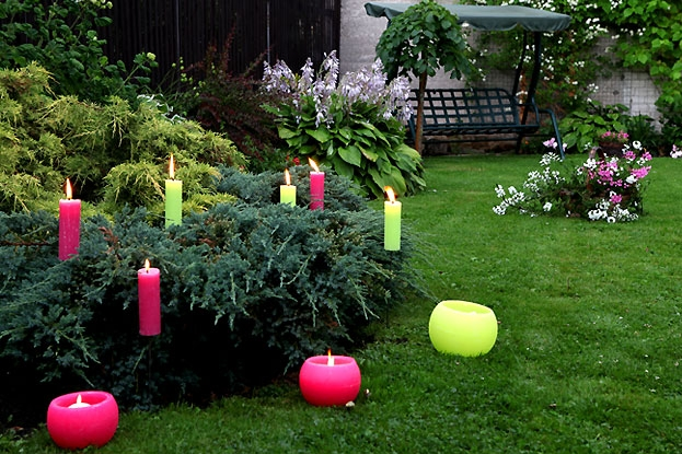 Outdoor candles in the garden (day)