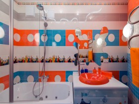 Bright bathroom in the apartment