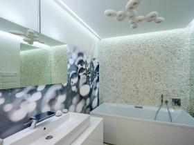 Отделка ванной комнаты фотообоями и природным камнем