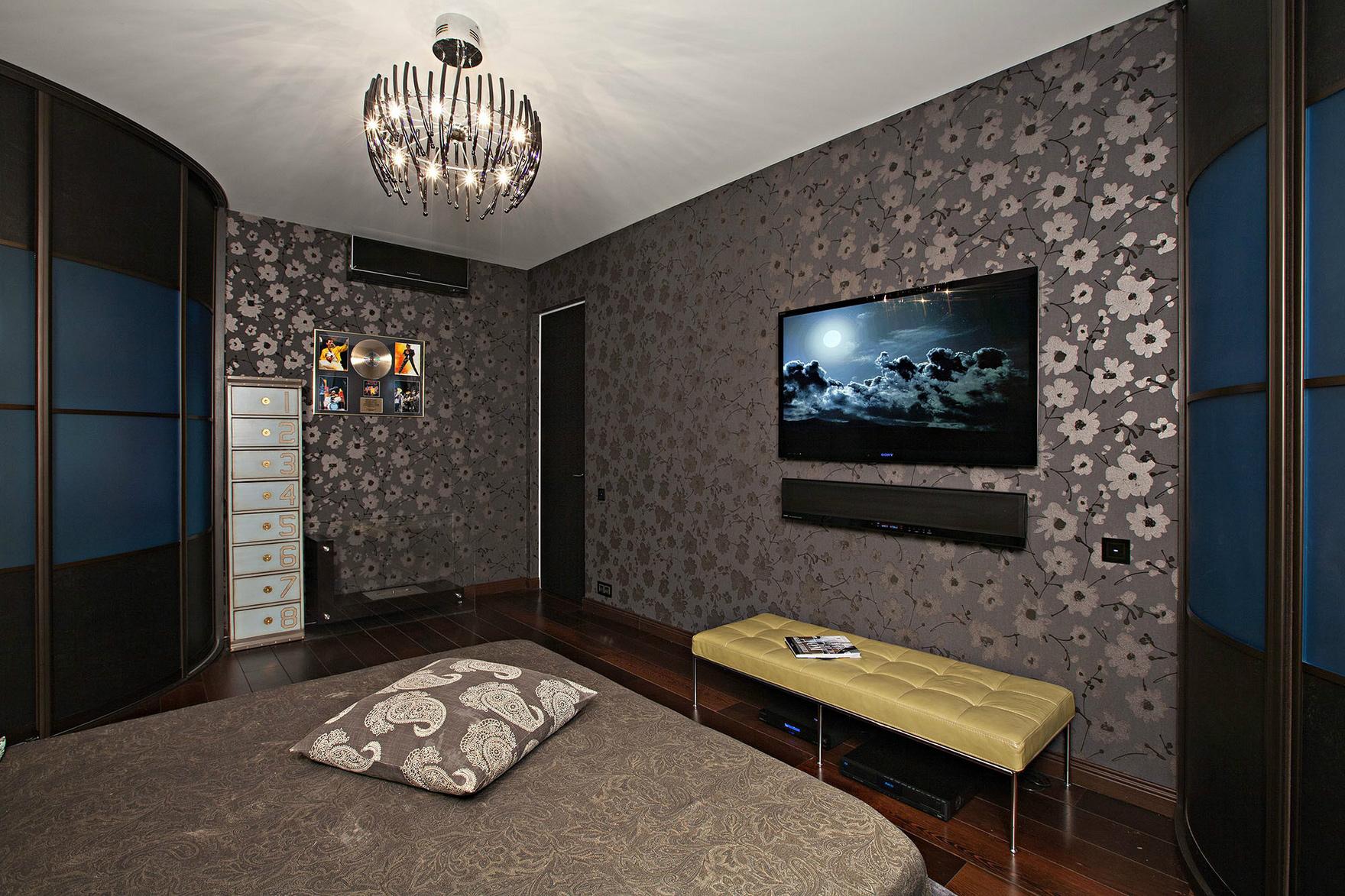 Дизайн сиреневой спальни с фотообоями фото