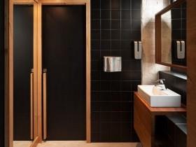 Чорний колір ванної
