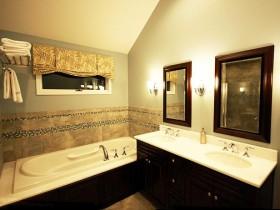 Ванна кімната біло-чорного оформлення