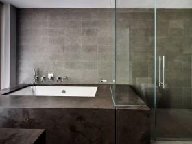 Ванная комната в темном цвете