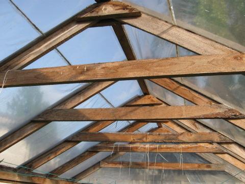 Конструкция крыши деревянной теплицы