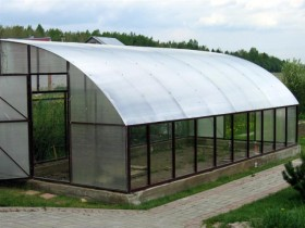 Greenhouse at the dacha with his hands