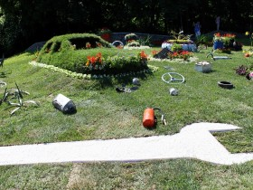 Topiary in the form of cars