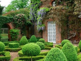 Topiary in the regular style