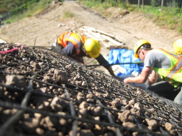 Подготовка к укреплению склона на участке