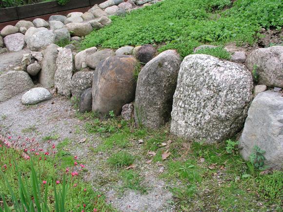 Укрепление склона камнем