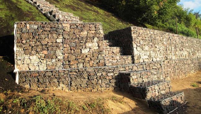 Подпорная стенка из габионов для укрепления склона