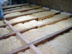 Wooden floor insulation with mineral wool