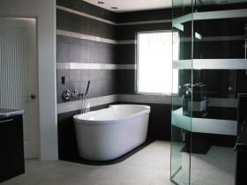 Сучасная ванная пакой ў цёмных адценнях