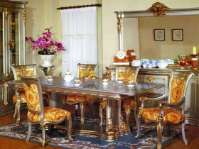 Dining room style Revival