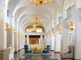 Розкішна вітальня в стилі Ренесанс