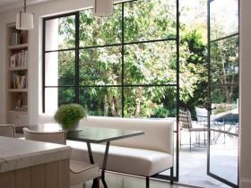Дизайн сучасної передпокою з вікнами стилів Відродження
